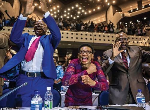 Members of the Zimbabwean Parliament in Harare celebrate after Robert Mugabe's resignation. (AP photo)