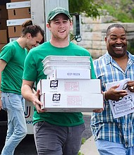 Top Box Foods, was created in 2012 by Illinois Democratic Candidate for Governor Chris Kennedy and his wife, Sheila Kennedy,to fill the lack of affordable, fresh and healthy foods in food desert communities. Photo Credit: Top Box Foods