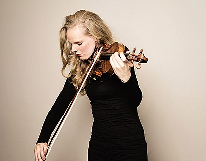 Dutch violin virtuoso Simone Lamsma