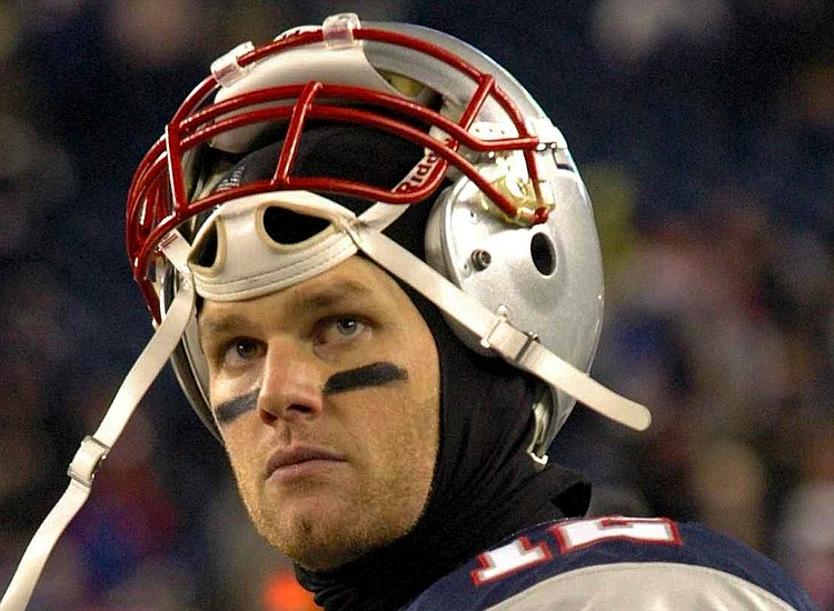 Patriots' Brady won't discuss hand injury