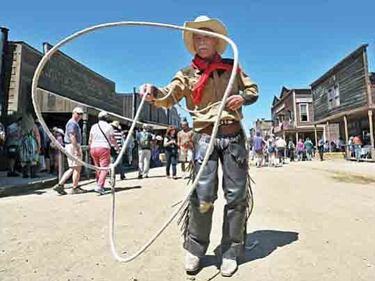 Calling all cowboys, cowgirls, wranglers and drovers. The 25th Annual Santa Clarita..