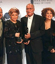 This March 15, 1999 file photo shows the sibling group The Staple Singers, from left, Pervis, Cleotha, Pops, Mavis, and Yvonne at the Rock and Roll Hall of Fame induction ceremony in New York. Yvonne Staples, whose voice and business acumen powered the success of her family's Staples Singers gospel group, has died at age 80. (AP Photo/Albert Ferreira, file)