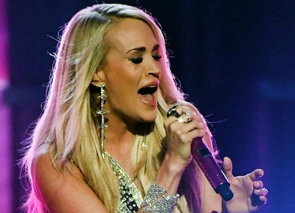 Carrie Underwood gave her first public performance since an accident in November left her with a broken wrist and a ...