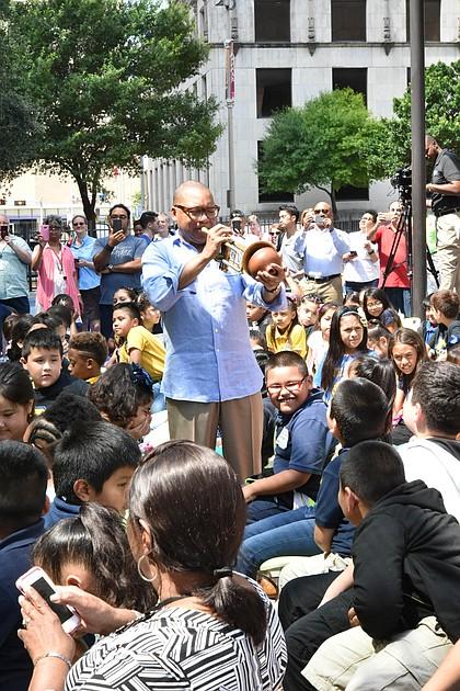 Wynton Marsalis with students