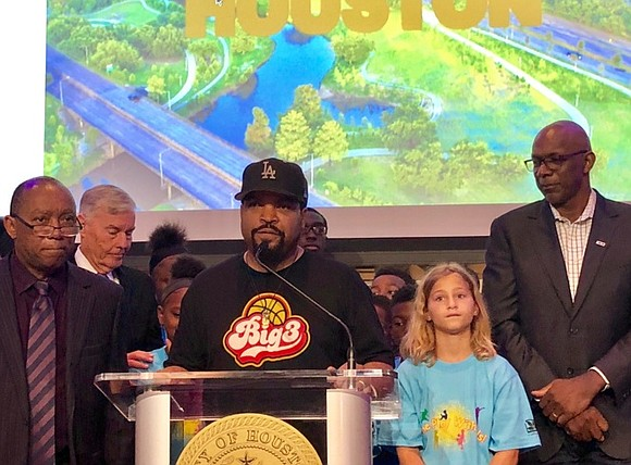 Rapper, actor, and producer Ice Cube had a few busy hours upon arriving in Houston ahead of his press conference ...