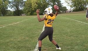 Maple Park Middle School starting quarterback Neveah Spillman (photo via fox4kc.com)