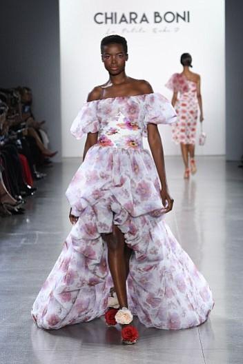 Spring/Summer '19 pretty floral print designs by Chiara Boni La Petite Robe
