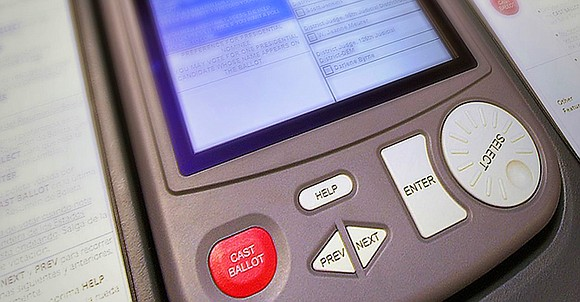 Hey, Texplainer: I'm hearing reports of voting machines changing the selections of some straight-ticket voters. What gives?