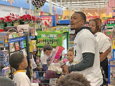 Baltimore Ravens safety Tony Jefferson joined teammates to take children from the Boys and Girls Club of Metropolitan Baltimore holiday ...