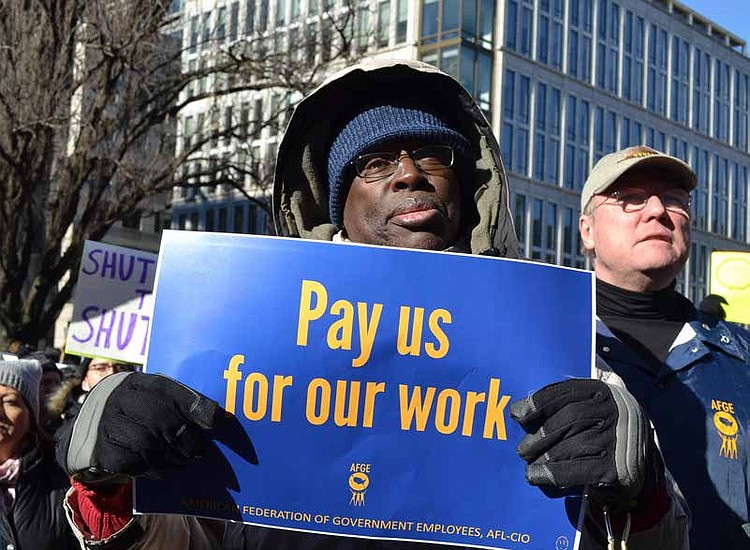 Shutdown Means No Paychecks for 800,000 Federal Employees