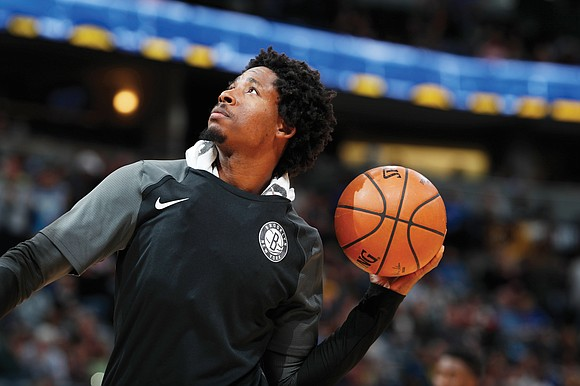 Native Richmonder Ed Davis ranks with pro basketball's lords of the boards. Few players crash the backboards more relentlessly than ...
