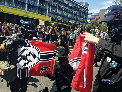 A revelation that hundreds of text messages were exchanged between a Portland police lieutenant in charge of overseeing protests and ...