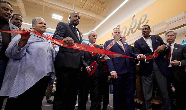 The new Jewel-Osco is officially open in Woodlawn at the corner of 61st Street and S. Cottage Grove Avenue. Photo Credit: Antonio Dickey