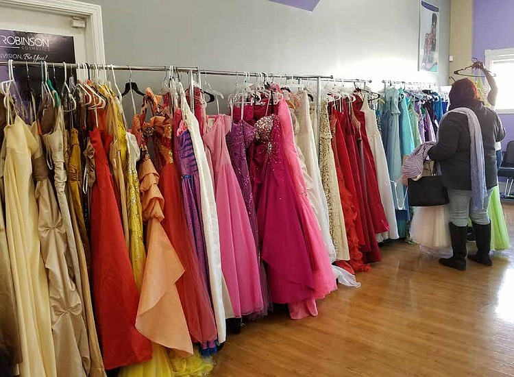7dba76d0e10 FREE PROM DRESS GIVEAWAY FOR SOUTH SUBURBAN TEENS