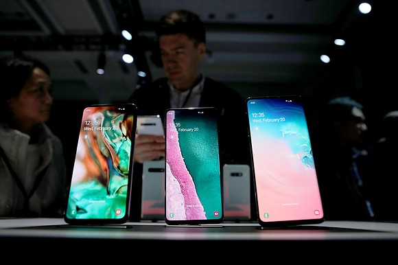Samsung is warning investors that 2019 is off to an even gloomier start than it feared.