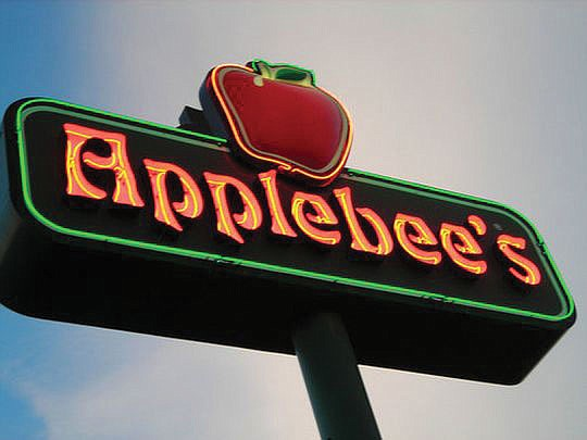 A Black couple from Hamilton (Ohio) is suing Applebee's Neighborhood Grill and Bar after they say a White server..
