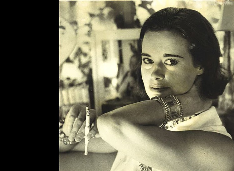 Fashion icon and artist Gloria Vanderbilt dies at 95