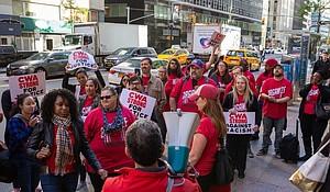 Verizon employees protest
