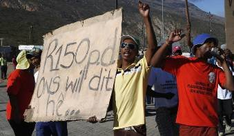 South African Farmworkers, ending strikes, to get new minimum wage