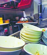 Workers protest restaurant's dirty dishes