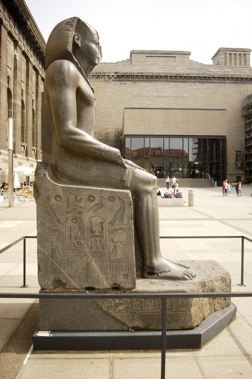 An amazing, monumental, ancient Egyptian statue will be lent to the Metropolitan Museum of Art...