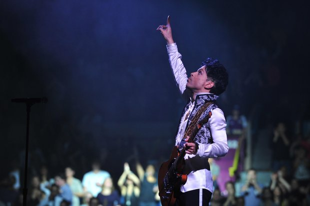 Prince performs at Madison Square Garden (NPG Records 2010 photo)