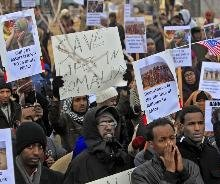 Minnesota Somalis rally against suspension of money transfers