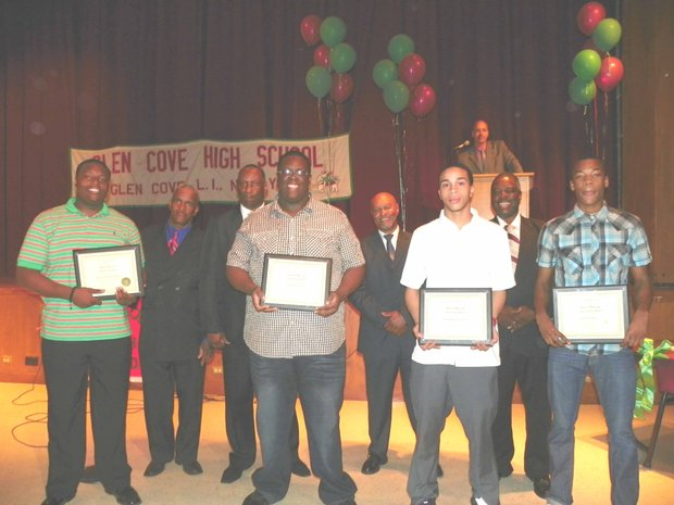 Glen Cove Alumni For Youth Inc. gives laptops to high school seniors