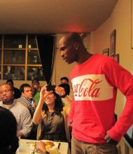 OchoCinco treats 200 fans to fried chicken at Sylvias