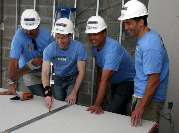 Mets legends Keith Hernandez and Ron Darling helping habitat