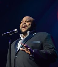 NEW YORK, NY - MARCH 06:  Special Guest Artist Rueben Studdard performs during Amateur Night at The Apollo Theater on March 6, 2013 in New York City.  (Photo by Shahar Azran/WireImage) *** Local Caption *** Rueben Studdard