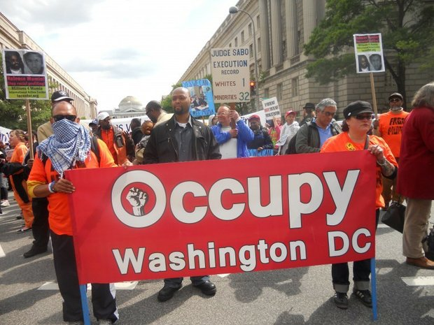 Over 1,000 occupy the DOJ for Mumia's 58th birthday