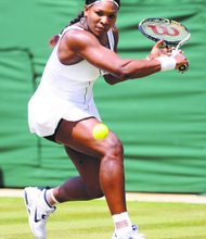 Q Serena, Sloane advance at Wimbledon; Venus out
