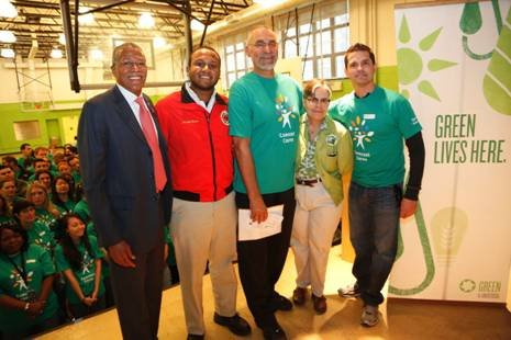 As part of Comcast Cares and Green Universal's Earth week, about 67, 000 volunteers from...