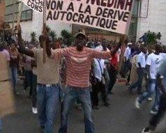 Rappers give Senegalese superstar an edge in presidency bid