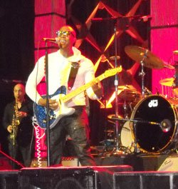 Raphael Saadiq and his band perform live on Saturday, February 11, 2012, at the House of Blues to benefit Big Brothers Big Sisters of Massachusetts Bay.