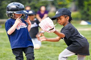 Kindall Warren attempts to catch a ball at first base during Banneker City's T-Ball game./ Photo by John E. DeFreitas