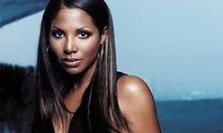 Toni Braxton is being sued by an advertising company for not making payments on posters produced for her cable-TV reality ...