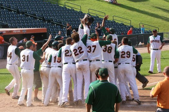 The Joliet Slammers (22-29) did not hold a lead in the final game against the Rockford Aviators (16-34) until Nick ...