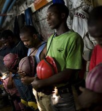 Sep. 3 (GIN) - Some 80,000 gold miners in South Africa have walked off the job after the industry offered ...
