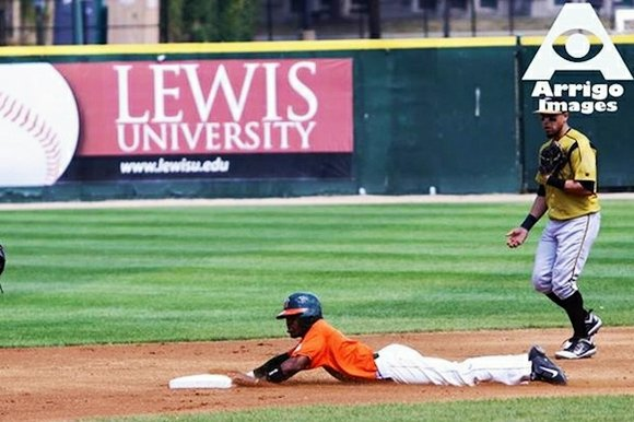 The Joliet Slammers signed center fielder and speedster, Darian Sandford, to a contract extension for the 2014 season.