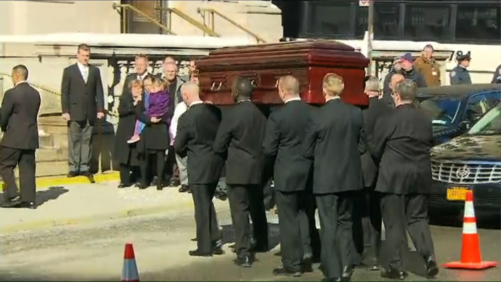 Philip Seymour Hoffman mourned at private funeral ...