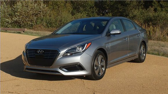 Last spring Hyundai introduced the second generation of its Sonata Hybrid. The sedan had different wheels and altered front and ...