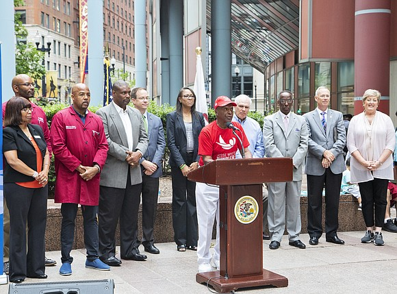 """Secretary of State Jesse White hosted the National Minority Donor Awareness Week event """"Wave Away the Waiting"""" to promote organ/tissue ..."""