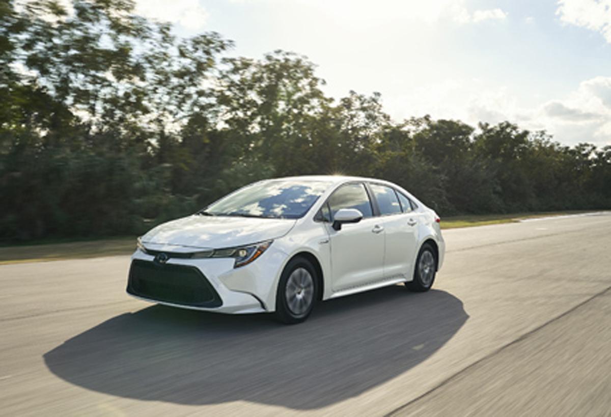 Toyota Premio 2021 Car Wallpaper