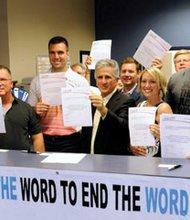 """Baltimore Ravens Joe Flacco, Gino Gradkowski, Ed Dickson sign pledge to ban the """"R"""" word"""