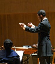 Darin Atwater conducts the Soulful Symphony