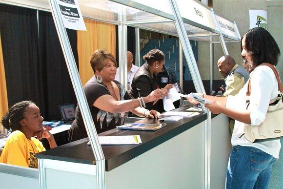 Participants receive their Expo vendor kits.