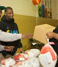 United Way of Central Maryland (UWCM) ambassador Lardarius Webb helped distribute Thanksgiving meal boxes.