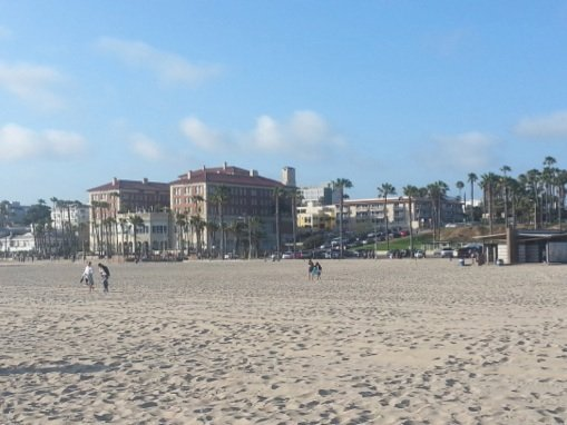Santa Monica encompasses eight distinctive residential, dining, culture and entertainment, shopping and outdoor recreation districts spanning a tad over eight walkable, very pedestrian-friendly square miles, giving it a small town flavor and flair. (Lysa Allman-Baldwin photos)